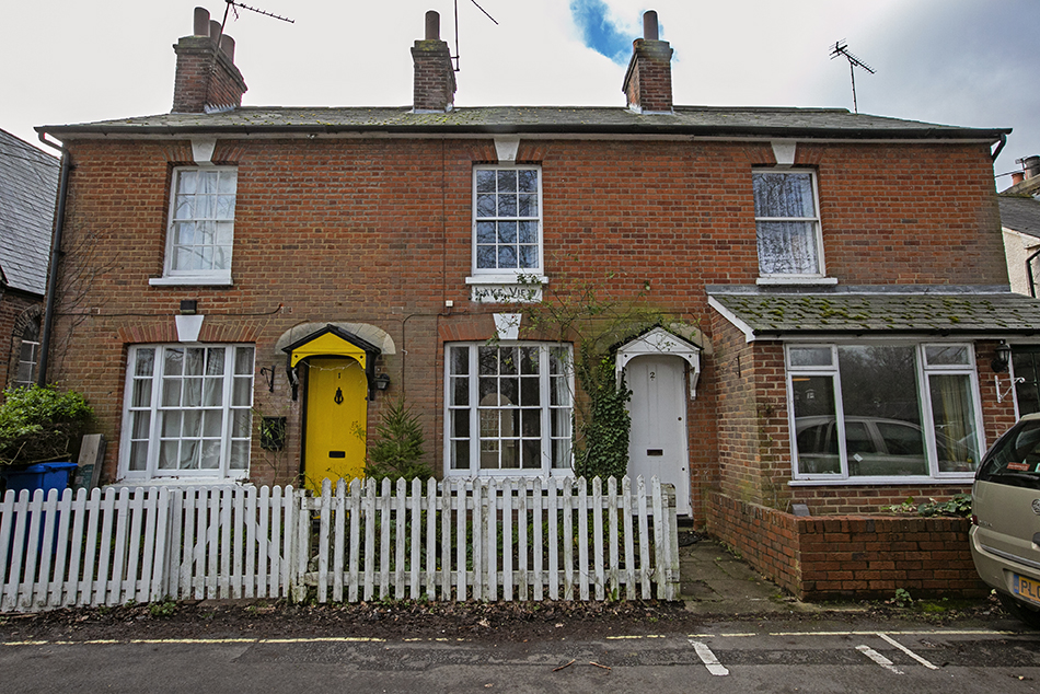 2 bedroom terraced house, Park Corner Road RG27 8