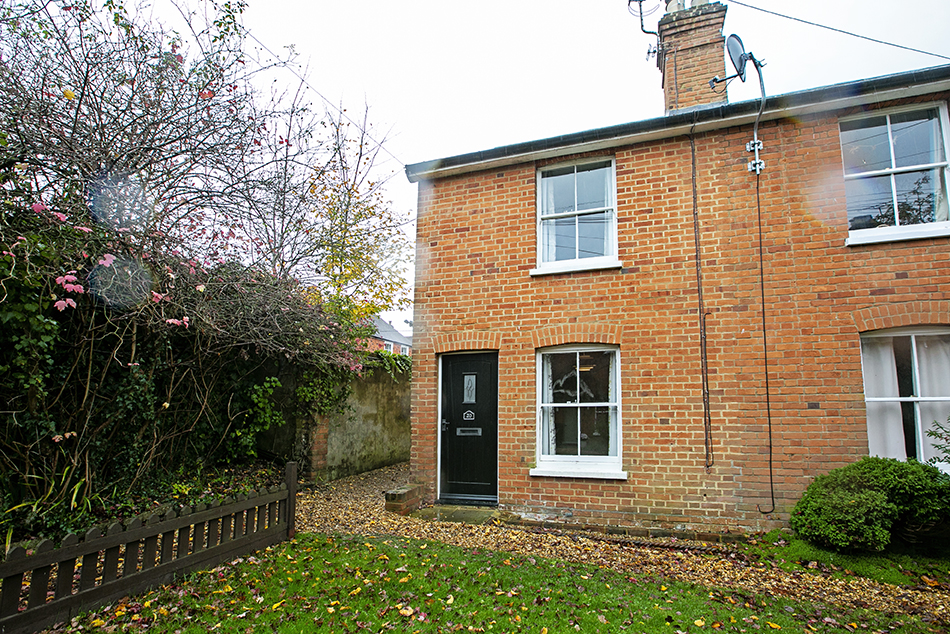 3 bedroom cottage, Mildmay Terrace, Hartley Wintney