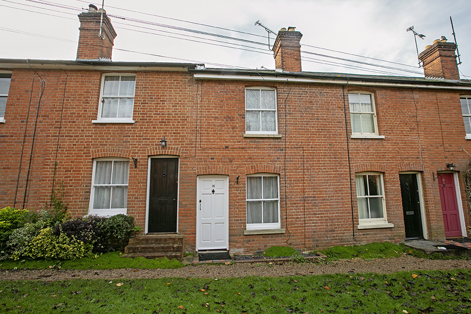 2 bedroom terraced cottage, Mildmay Terrace, Hartley Wintney