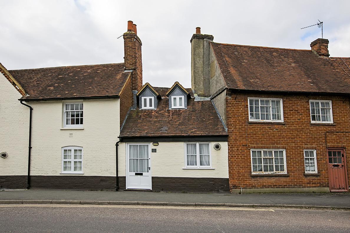 2 Bedroom Terraced Cottage, High Street,Odiham,RG29