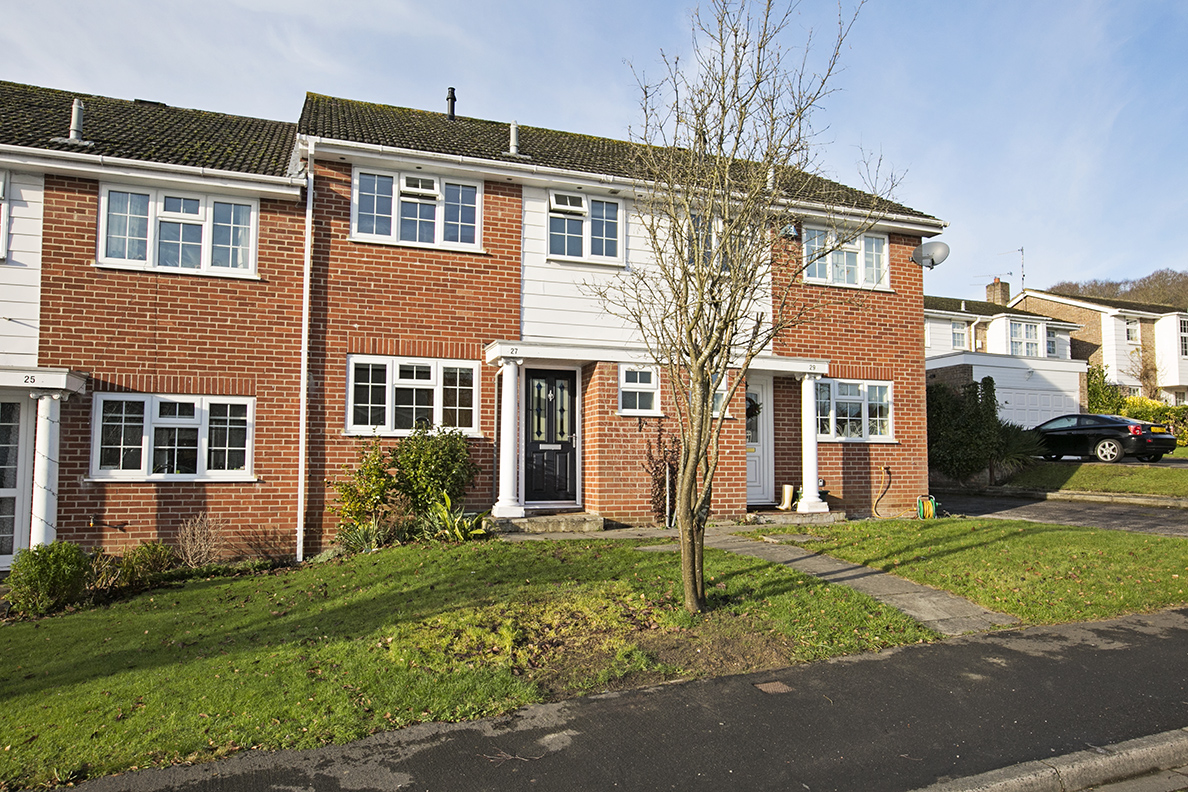 3 Bedroom terraced house, Harebell Close, RG27