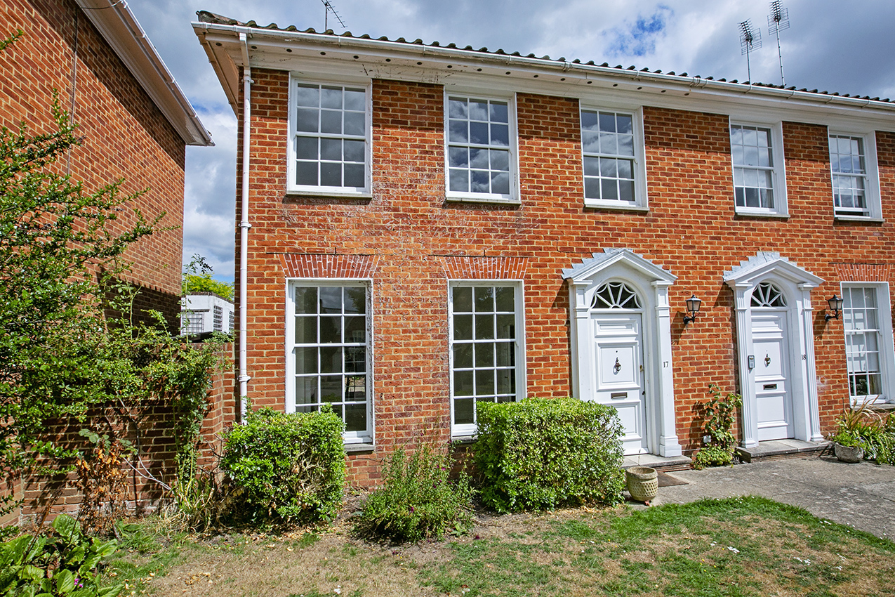 3 Bedroom Town House, Hartley Wintney RG27 8