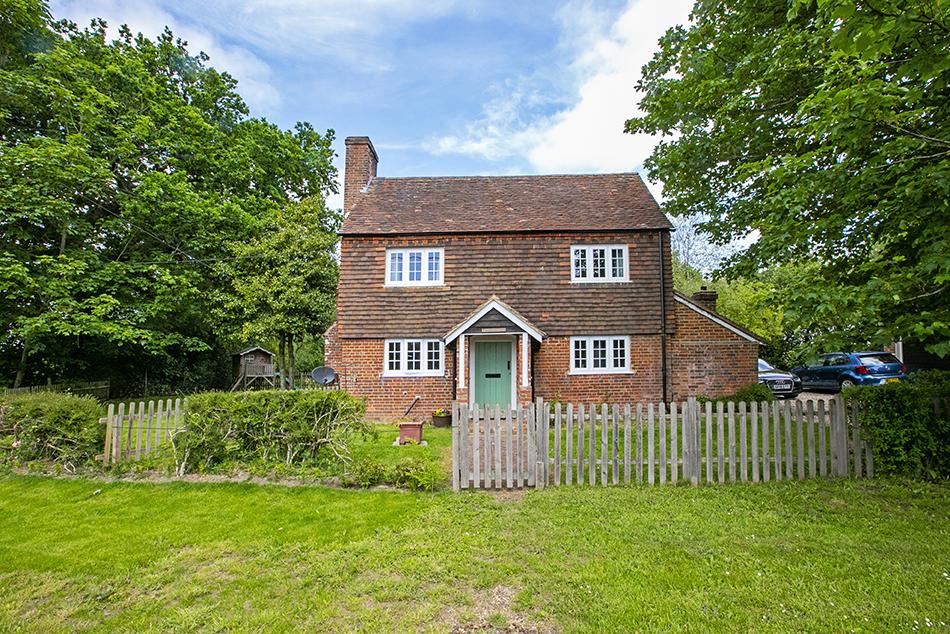 3 Bedroom Detached Cottage, Winchfield